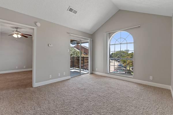 Photo 1 Bedroom Available Now (9939 Fredericksburg Rd San Antonio, TX)
