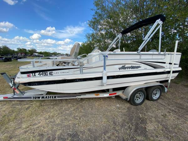 Photo 2004 Hurricane Deck Boat 196 W Honda 130Hp - $11,500 (San Antonio)
