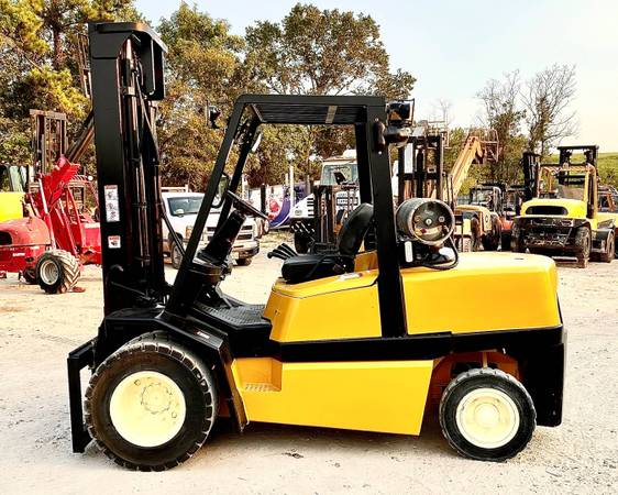 Photo 2006 Yale Forklift Two Stage Pneumatic Tire 4 Wheel Sit Down (San Antonio)