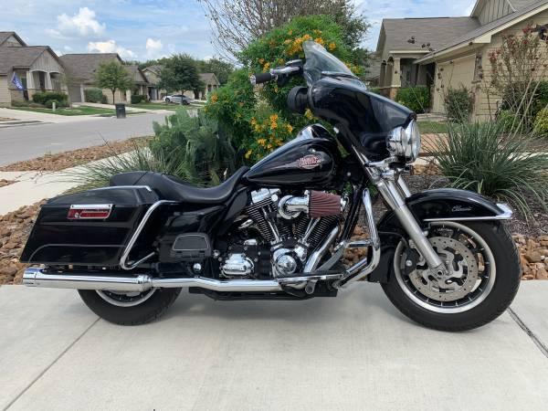 Photo 2008 Harley-Davidson Electra-Glide Classic (Custom) - $8,000 (New Braunfels)