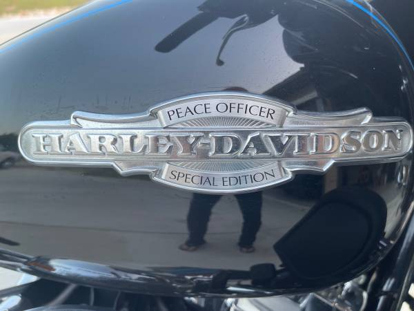 Photo 2016 harley davidson ultra limited peace officer edition - $20,000 (New Braunfels)