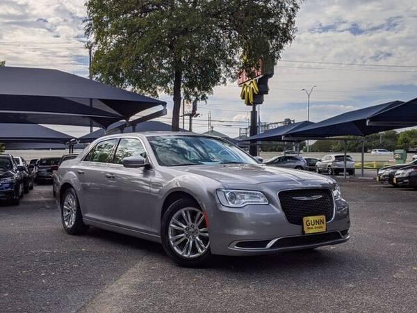 Photo 2017 Chrysler 300 Limited PRICE REDUCED - $19,750 (IH 10 W San Antonio, TX)