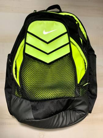 Photo Backpack Basketball Soccer Large 100961 NIKE USED - $30 (North East -San Antonio)