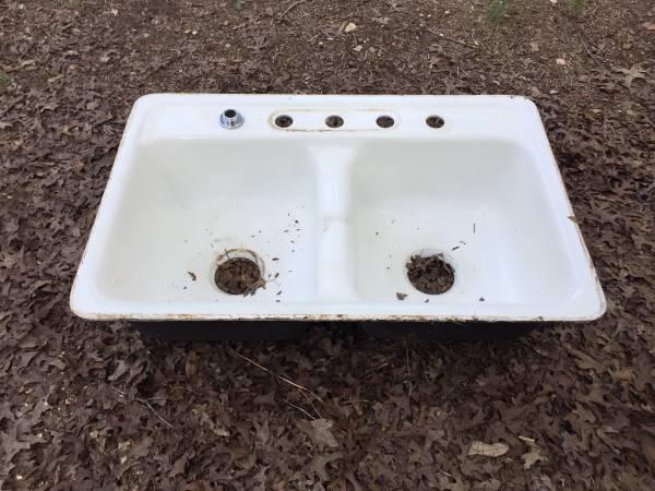 Photo CECO San Clemente White Porcelain Double Sink 32x21 - $100 (Southeast Blanco County, TX)