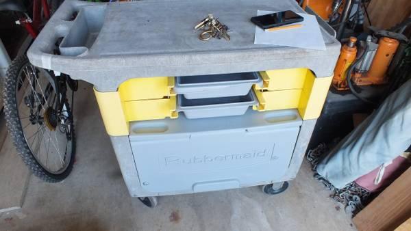 Photo Commercial Cart  Rubbermaid FG618088 BLA - $95 (Seguin,Tx)