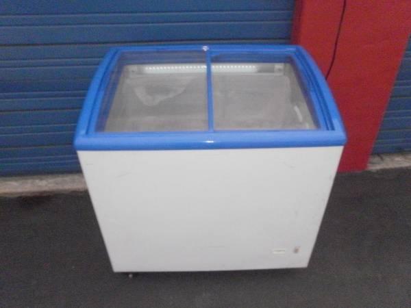Photo Commercial Display Freezer 2 Glass Sliding Doors on Wheels - $260 (I35N  410E)