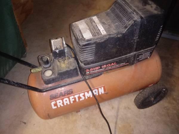 Photo Craftsman air compressor 3.5 HP 15 gallons - $120 (Zarzamora and southcross)