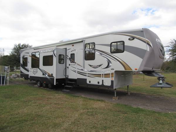 Photo Cyclone 5th wheel toy hauler RV cer - $39,900 (Marion tx)
