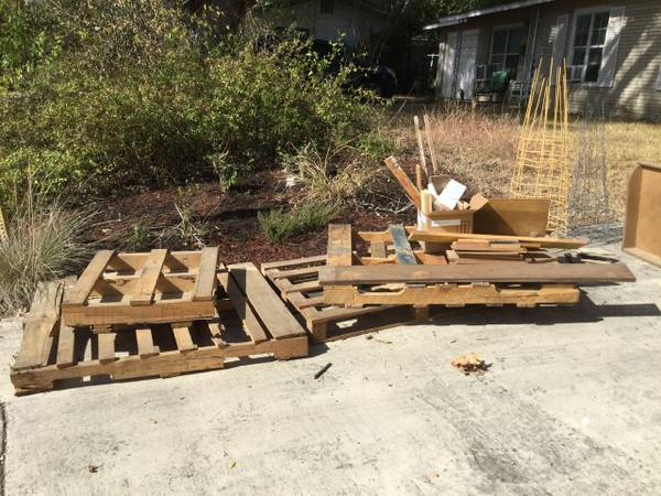Photo FREE scrap wood, pallets, and more (Brookhaven  Starlit Hills)