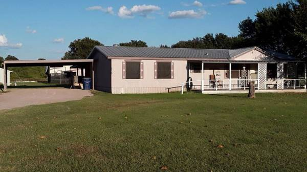 Photo Female Roommate wanted-- Freee Horses, Motorcycles,  Swimming pool (Lipan)