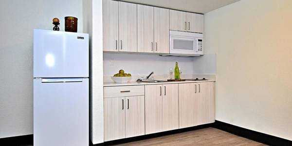 Photo Fully furnished apartments, Free basic cable TV, Easy freeway access
