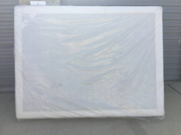 Photo IKEA SULTAN ATNA BOX SPRING NEW IN PACKAGING. QUEEN SIZE. - $75 (San Antonio)