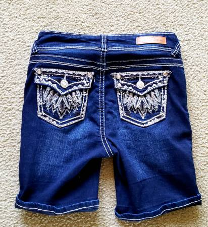 Photo JEANS SHORTS WITH BLING SIZE 14  0  26 WALLFLOWER ARIZONA SHYANNE - $10 (Floresville)