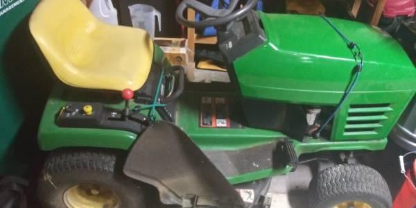 Photo John Deer Riding Lawn Mower - $400 (Live Oak)