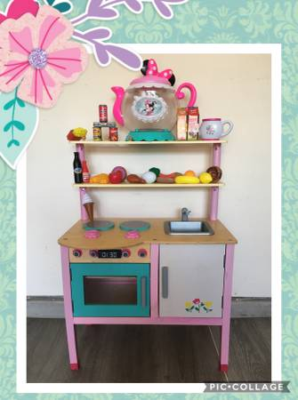 Photo Kids little play kitchen with food - $49 (San Antonio 281n and evans)