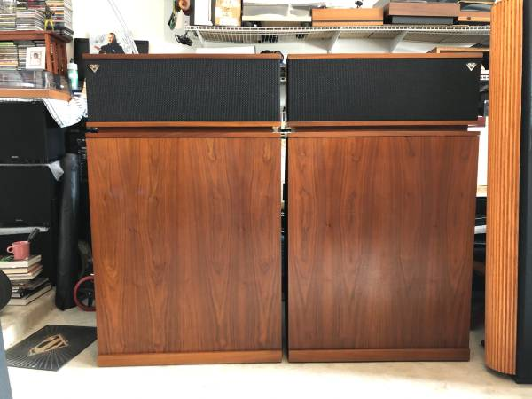 Photo Klipsch Klipschorn speakers, Thorens TD145, Marantz 2205 receiver. - $4500