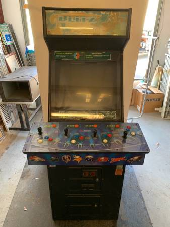 Photo MIDWAY NFL BLITZ 99 2K ARCADE MACHINE GAME - $1000 (7300 caribou)