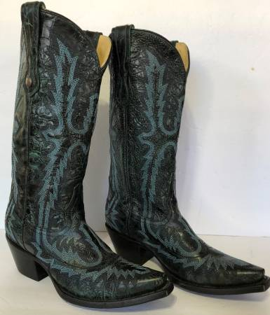 Photo NEW Corral Womens Boots 7M Embroidered $100 in Boerne - $100 (Boerne)