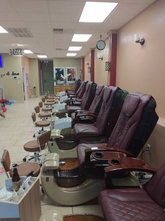 Photo Nail salon with plenty of room to have hair cutting stations - $60,000 (281brookhollow)