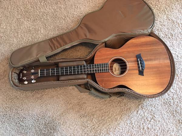 Photo Taylor Koa GS Mini Bass - $625 (New Braunfels)