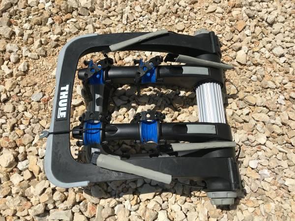 Photo Thule Raceway Pro 2 trunk 2 Bike rack - $150 (Spring Branch)