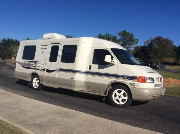 Photo VW Winnebago Rialta HD 2004 - $32,000 (Garden Ridge)