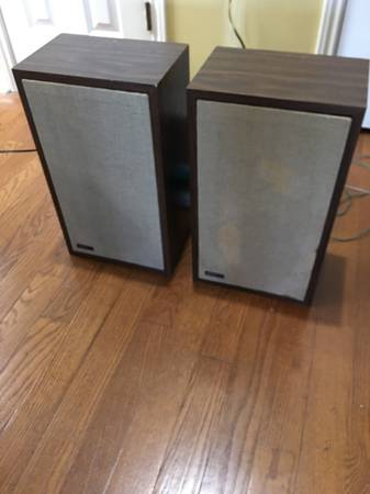Photo Vintage Advent 2W Home stereo speakers - $160 (New Braunfels)