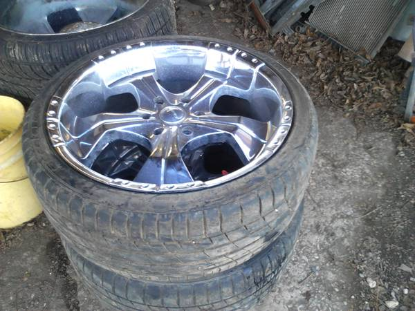 Photo i got a set 22 rims and tires chevy 6 lug all the set