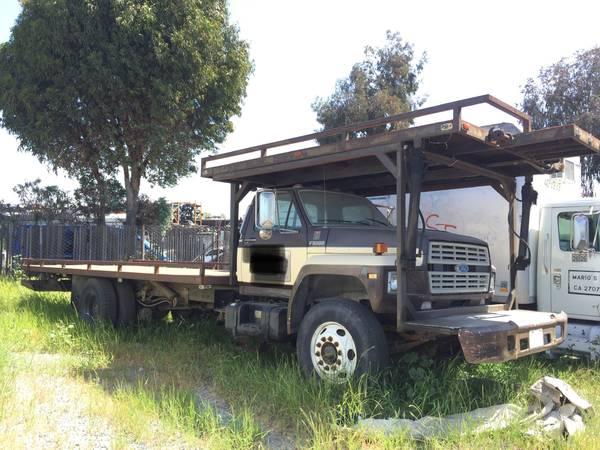 Photo 1987 Ford F8000 tow truck Grua 3208 caterpillar 5 speed trans  2 spd - $7,500 (San diego)