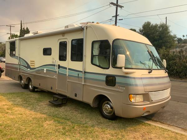 Photo 1996 Fleetwood southwind 35 class A motor home with large slide out. - $14,995 (La mesa)