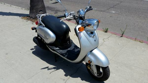 Photo 2004 YAMAHA VINO 125 SCOOTER ONLY 1,200 MILES - $1799 (OCEANSIDE CYCLE SUPPLY)