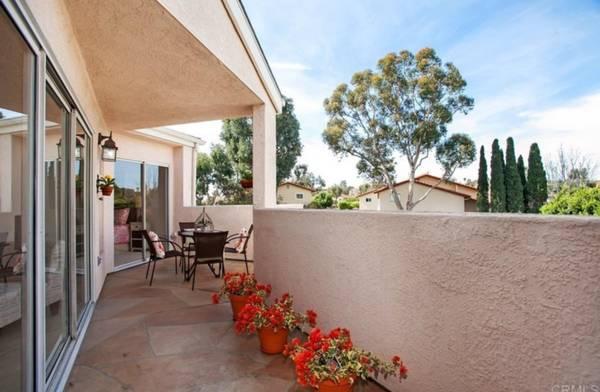 Photo 2 bed, 2 bath top floor condo in Mission ValleyLinda Vista - 91 (San Diego)
