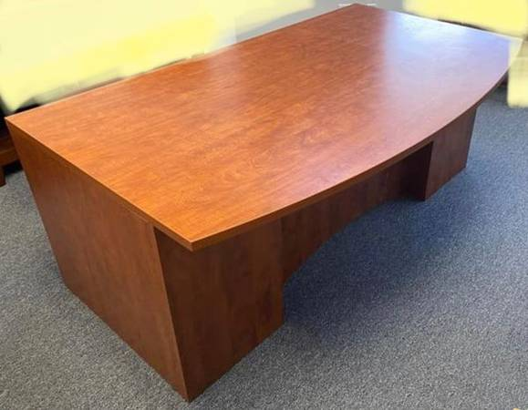 Photo 3 drawer executive desk, 60quot L x 40 D x30H ,office desk, computer de - $1 (San Diego)