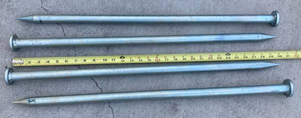 Photo 4 pieces 30quot heavy duty metal stakes - $25 (Rancho Bernardo)