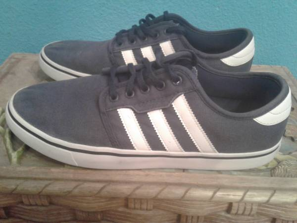 Photo ADIDAS BLUE WITH WHITE STRIPES SHOES SIZE 8.5 EURO 42 - $15 (el cajon)