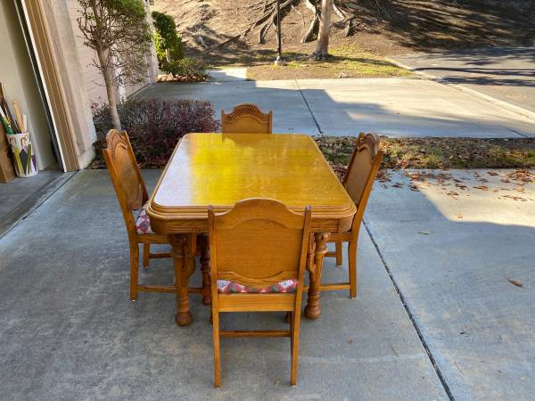 Photo ANTIQUE Oak dining table and 4 chairs circa 1920 - $3,000 (Del Mar Heights)