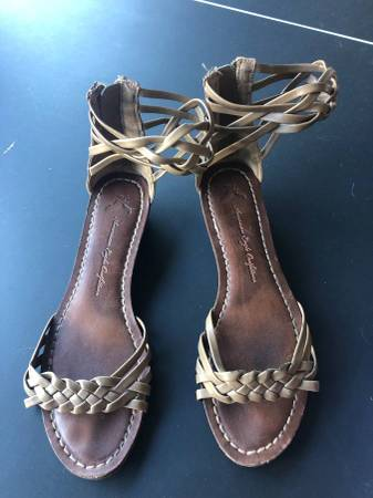 Photo American Eagle Womens Shoes - Size 8.5 - tan - Excellent Condition - $10 (Carlsbad - Bressi Ranch)