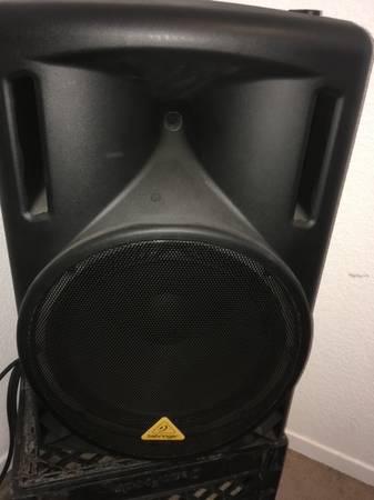 Photo Behringer 2000 watt B215XL 1000 watt speakers Yamaha MG 10XU mix - $499 (Jacumba)