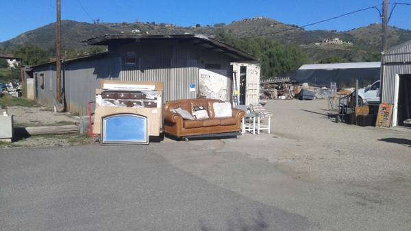 Photo Big 2 th hand and new stuff Sale (2118 Twin Oaks Valley Rd in San marcos than take Olive st to)