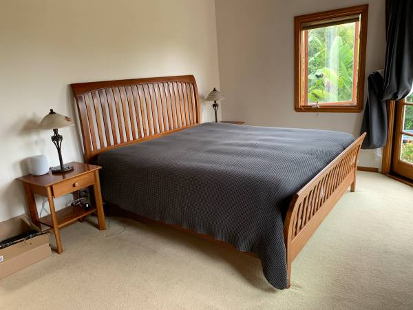 Photo Cal King Bed Frame - Ethan Allen - Beautiful - $950 (Cardiff)
