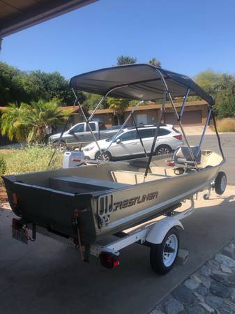 Photo Crestliner 14 aluminum boat 8hp 4 stroke honda shorlander trailer - $3,500 (Bonsall)