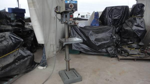 Photo DELTA VARIABLE SPEED DRILL PRESS FLOOR STANDING TILT TABLE 1 .5 HP - $1,000 (san diego)