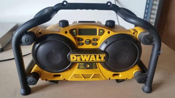 Photo DeWALT Worksite Radio  Charger - $100 (Miramar)