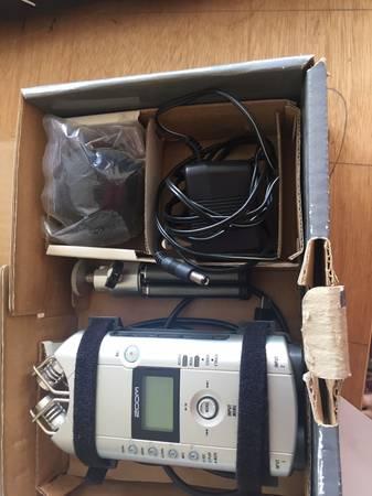 Photo Digital Audio Recorder - Zoom H4 - $100 (talmadgecollege area)