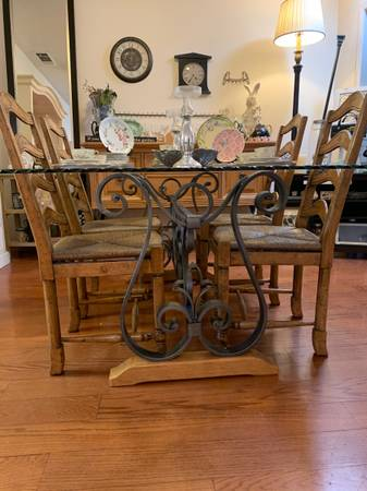 Photo Estate sale Shabby Chic, fine furniture, collectibles, jewelry (Rancho Bernardo)