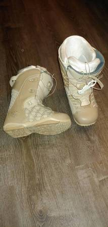 Photo Female Ride Muse Snowboard Boots For Sale - Size 7.5 - $55 (Oceanside)
