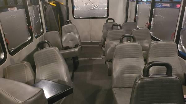 Photo Free carshuttle bus seats  wheelchair lift (la mesa)