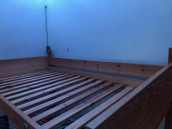 Photo Free twin short loft bed (San Diego)