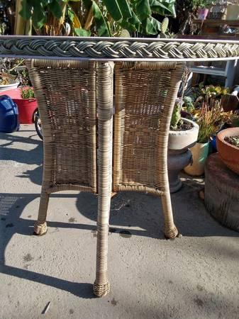 Photo Gorgeous wicker bistro table umbrella center hole - $29 (vista)