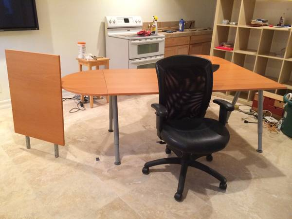 Photo Ikea Left or Right Facing Beech L-Shaped Desk in Excellent Condition - $160 (Miramar)